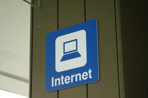 IIJmioの追加クーポン購入はネットと実店舗どっちがお得?